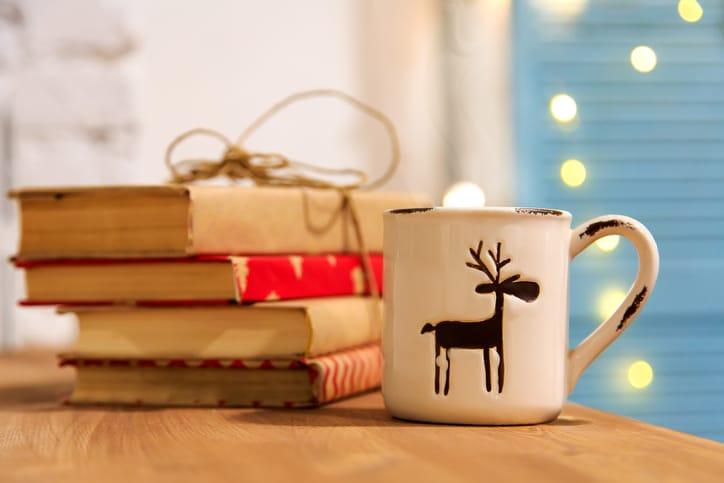 livres noël cadeau, tasse de thé hiver